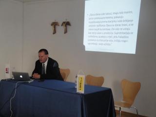 Predavanje je održao psihijatar doc. dr. sc. Tomislav Franić, dr. med., dječji psihijatar